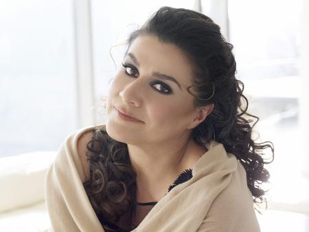 Cecilia Bartoli with shawl