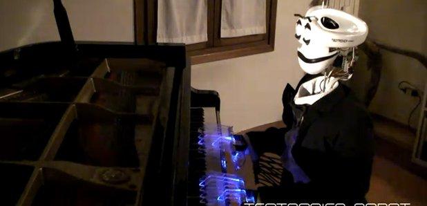 Piano playing robot