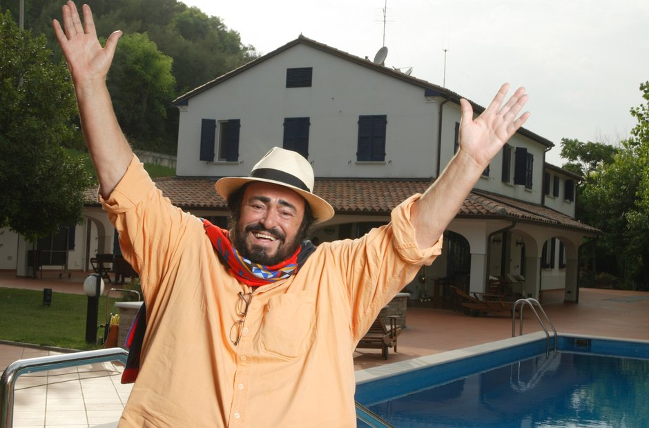 Luciano Pavarotti relaxes at the Villa Di Pesaro