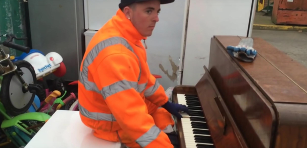 piano player in tip